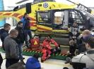 Studenci ratownictwa medycznego w bazie Lotniczego Pogotowia Ratunkowego